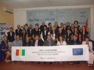 L'équipe de la mission d'observation électorale de l'Union européenne lors des législatives de 2013